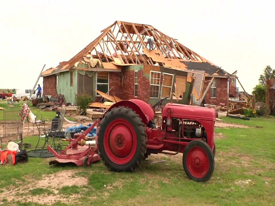 All Hands Volunteers and Southwest Airlines Employees Team Up to Support Tornado Recovery Efforts in Oklahoma