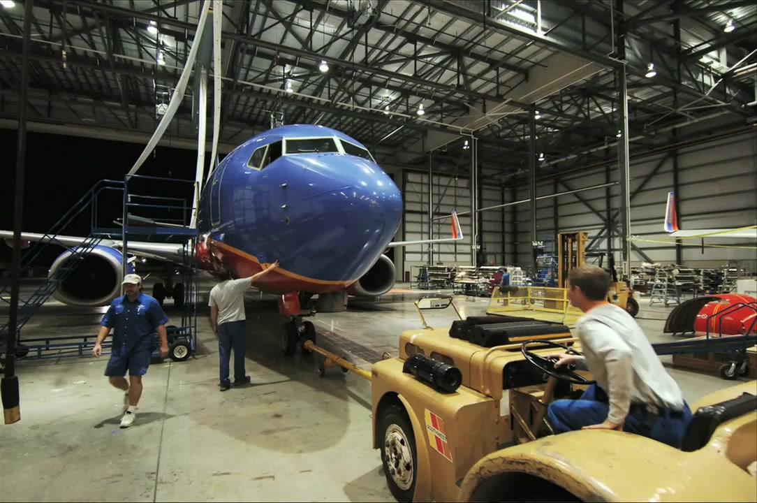 "Southwest's ""Green Plane"" Installation Time-lapse"