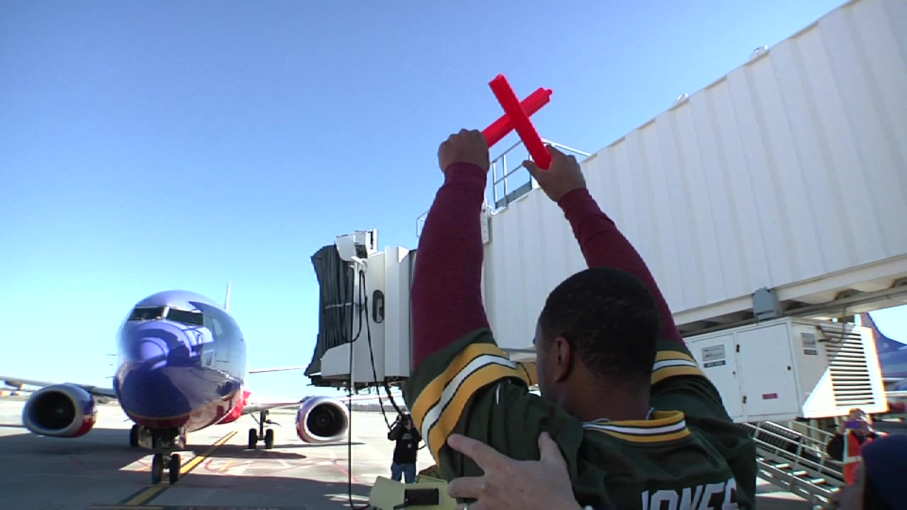 Green Bay Packers Trade Places with Milwaukee Employees of Southwest Airlines