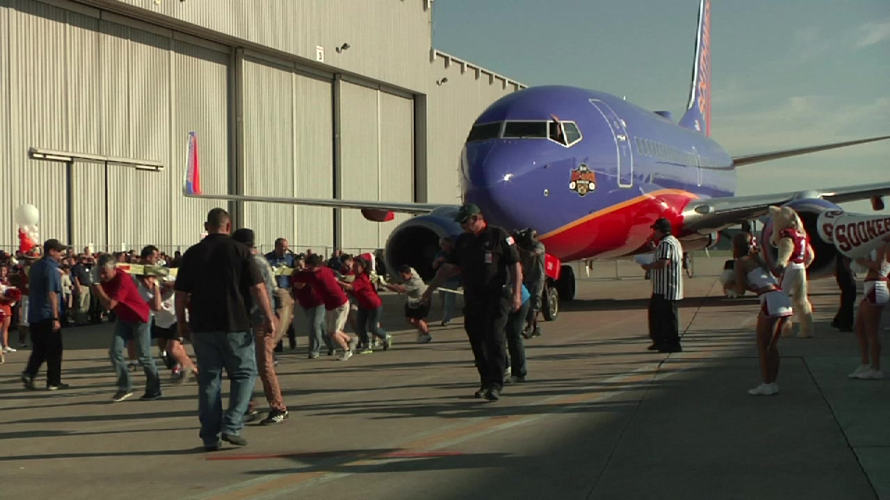2013 Southwest Airlines Pigskin Plane Pull