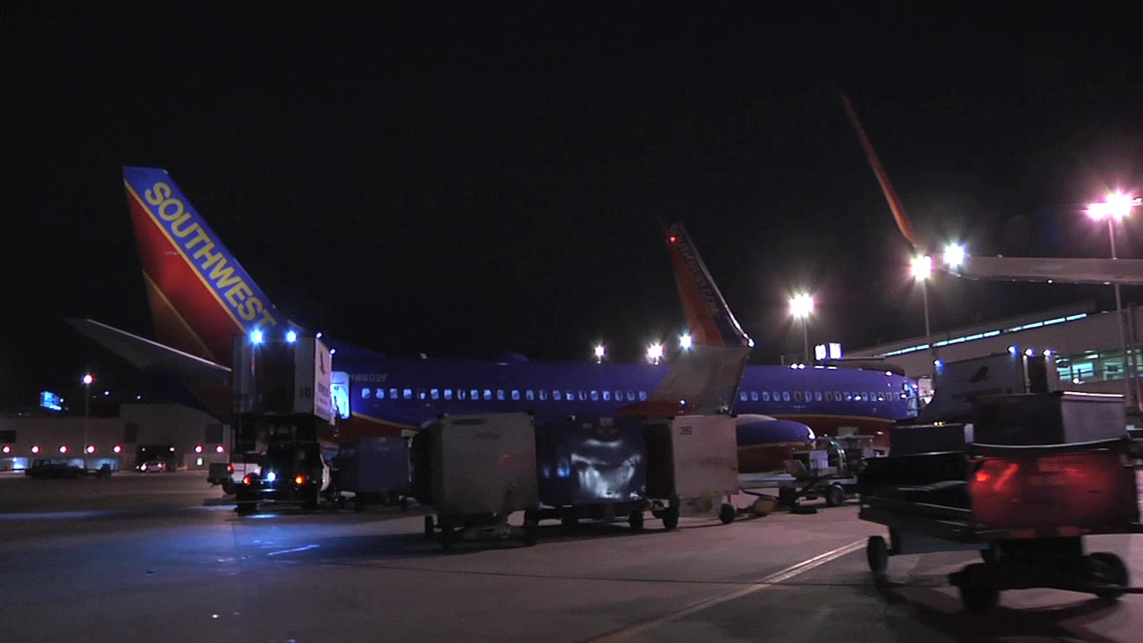 RAMP ACTIVITY:  Nighttime broll at Chicago Midway Airport